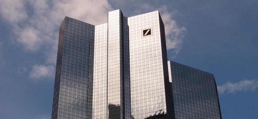 La sede di Deutsche Bank a Francoforte sul Meno, foto di Markus Bernet (CC BY-SA 2.5)
